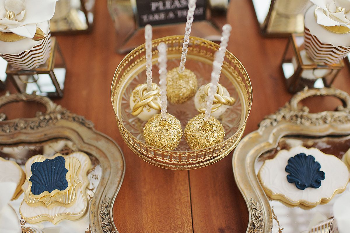vintage_nautical_wedding_athens_blue_gold_cakepops_dessert_table_bisquits_deplanv